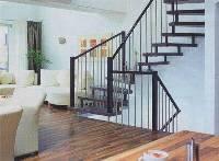 Металлическая лестница для дома